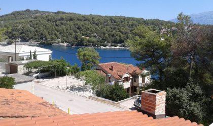 OTOK BRAČ  Prodaje se kuća 200 m2 s velikom okućnicom u blizini mora i plaže ► 370.000 €