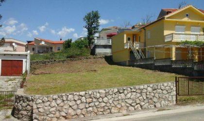 RTINA/MIOČIĆI Kvalitetna građevinska parcela 422 m2, drugi red od mora ► 45.000 €