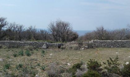 POTOČNICA/VARSAN Prodaje se zemljište veličine 1666 m2, cijena 60.000 €