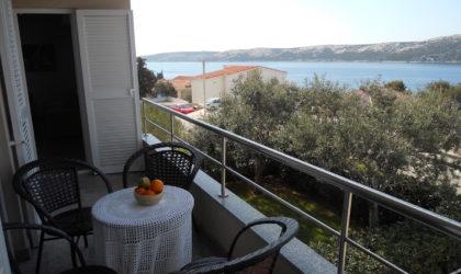 STARA NOVALJA Apartman 82 m2 na I katu s parkingom, pogled na more ► 140.000 €