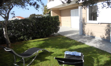 STARA NOVALJA Apartman 87 m2 u prizemlju s dvorištem i parkingom, blizina pješčane plaže ► 160.000 €