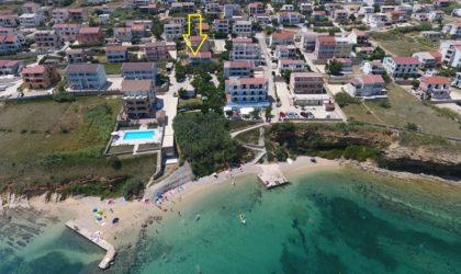 GRAD PAG Apartman 44 m2 u prizemlju s vlastitim ulazom, terasom i dvorištem ► 82.000 €