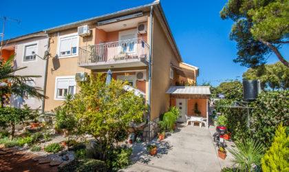 ZADAR/PUT DIKLA Kuća 240 m2 s pet apartmana, uhodan posao iznajmljivanja ► 380.000 €