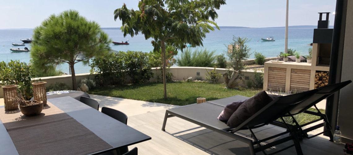 MANDRE Luksuzni 3-sobni apartman 77 m2 u prizemlju s velikim vrtom, PRVI RED DO MORA ► 330.000 €