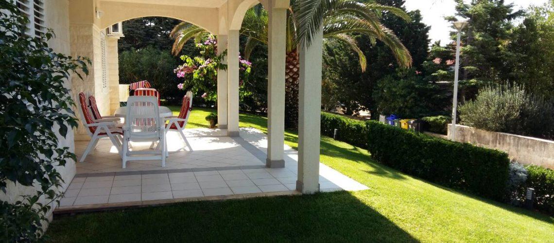 NOVALJA Luksuzni 4-sobni apartman 139 m2 s tri terase i velikim dvorištem, IZUZETNA NEKRETNINA! ► 278.000 €