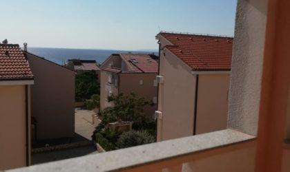 NOVALJA 2-sobni apartman 38 m2 s velikom terasom, pogled na more ► 65.000 €