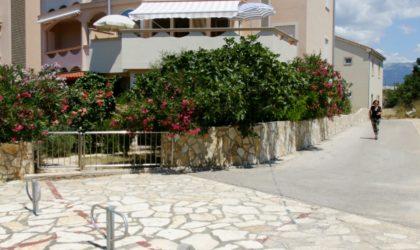 NOVALJA 2-sobni apartman 52 m2 u prizemlju s dvorištem, parking, blizu centra, opremljen ► 99.000 €