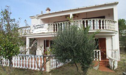 VLAŠIĆI 4-sobna kuća s okućnicom, velike terase, garaža, pogled na more ► 180.000 €