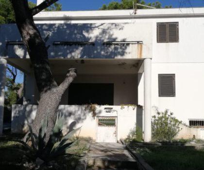 KOŠLJUN Kuća 250 m2 za adaptaciju, u hladu borove šume, plaža, PRVI RED DO MORA ► 250.000 €