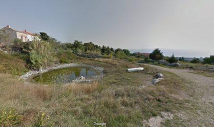 NOVALJA/ŠKUNCINI STANI Teren 337 m2 s građevinskom dozvolom, panoramski pogled na more ► 60.000 €