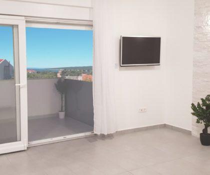 NOVALJA 3-sobni apartman 57 m2 s balkonom i dva parkinga, blizu plaže, pogled ► 99.500 €