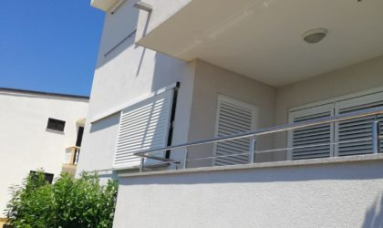 MANDRE 3-sobni apartman 59 m2 u prizemlju s dvorištem, parking, II RED OD MORA ► 127.000 €
