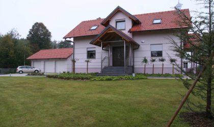KARLOVAC/BOSILJEVO Obiteljska vila 312 m2 sa zatvorenim bazenom, velika okućnica ► 289.000 €