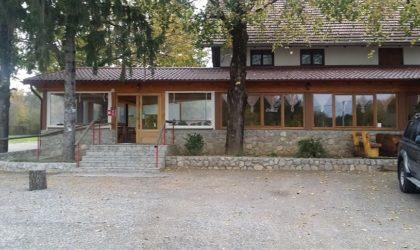 PLITVIČKA JEZERA Ugostiteljski objekt na glavnoj cesti, 10 km od ulaza u NP Plitvice ► 190.000 €