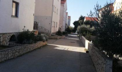 NOVALJA Apartman 41 m2 s terasom i garažom, blizu plaže Babe, Ninska ulica ► 75.000 €