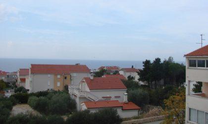 NOVALJA Apartman 2-etažni 82 m2 s 3 sobe i dvije terase, pogled na more, Orlje ► 109.000 €