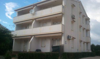 NOVALJA Apartman 60 m2 s parkirnim mjestom, iznad samog centra Novalje ► 80.000 €